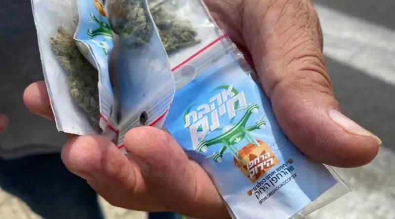 Drone lança pacotes de cannabis pelas ruas de Tel Aviv em ação a favor da legalização da planta